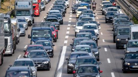 Auf den Autobahnen könnte es chaotisch werden: In vierzehn Bundesländern starten die Sommerferien. Foto: Sina Schuldt