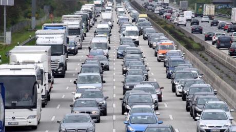 Am Wochenende kehren viele aus den Sommerferien zurück. Auf den Autobahnen wird es daher richtig voll.