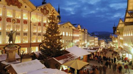 Der Christkindlmarkt in Bad Tölz bietet ein buntes Rahmenprogramm vom 22. November bis 24. Dezember.