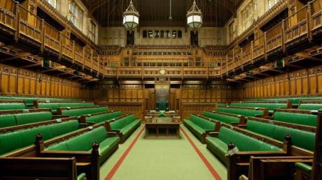 Der Raum ist in Wirklichkeit enger als er erscheint. Foto: UK Parliament/dpa-tmn