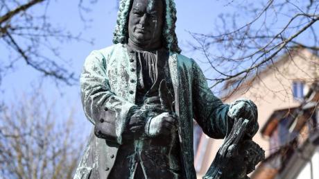 Das Denkmal von Johann Sebastian Bach vor dem Bachhaus in Eisenach.