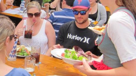 Sydney's Lowenbräu Bier Cafe: Dort arbeiten hauptsächlich deutsche und österreichische Rucksackreisende. Foto: Sid Astbury/dpa/Illustration