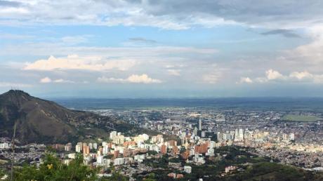 Ausblick über Cali:Die Stadt liegt zwar relativ hoch, versprüht aber dennoch karibisches Flair.