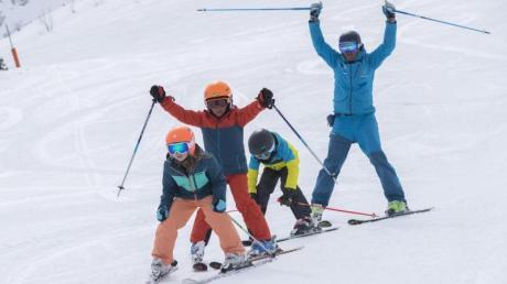 Mit Anleitung geht es besser: Wer Skifahren lernen will, ist in einem Skikurs meist gut aufgehoben.