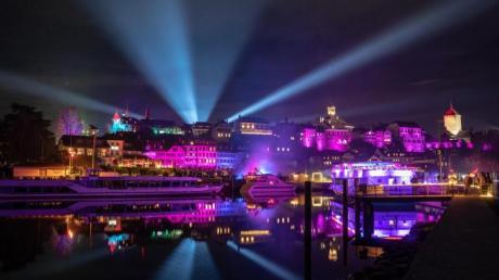 Das Schweizer Städtchen Murten wird beim Licht-Festival im Januar 2020 wieder in bunten Farben erstrahlen.