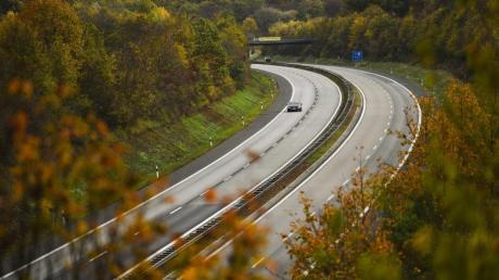 In den nächsten Tagen wird wenig Verkehr auf den deutschen Autobahnen erwartet. Lediglich Baustellen oder die Witterung könnten für Staugefahr sorgen. Foto: dpa