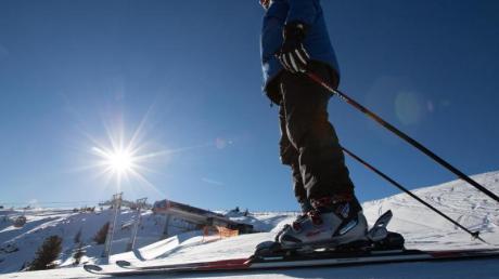 Das frühe Winterwetter macht es möglich: In Österreich und der Schweiz öffnen die ersten Skipisten. Foto: Florian Schuh/dpa-tmn/dpa/Archiv