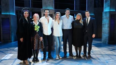 Mathilde (Zweite von links), Birgit und Philipp Hörmann (rechts) mit den Darstellern des Musicals Ghost bei der Exklusiv-Veranstaltung mit über 1800 Hörmann-Gästen.