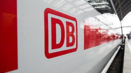 Die Auslastung von Fernzügen nimmt seit Jahren zu und hat vollere Züge zur Folge. Sollte eine verpflichtende Sitzplatzreservierung eingeführt werden?.