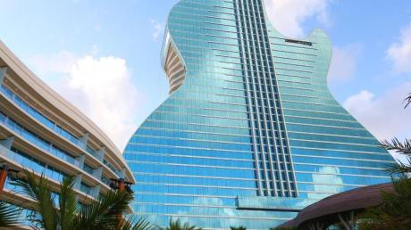 Hingucker in der Stadt Hollywood in Florida - dieses neue Hotel sieht aus wie eine Gitarre.