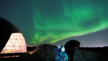 Nordlichter können Urlauber in Island jetzt auch aus einer Glaskuppel heraus beobachten.