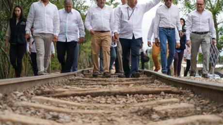 Andres Manuel Lopez Obrador (3.v.r.), Präsident von Mexiko, bei einer Veranstaltung zum künftigen «Tren Maya» (Maya-Zug).