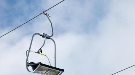 In einigen Skigebieten ist der Skibetrieb zwar schon angelaufen, so manche Anlage ist aber noch geschlossen.