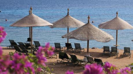 Wirbt ein Hotel mit direkter Strandlage, müssen Urlauber dort auch schwimmen können.