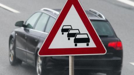 Trotz Ferienende inHessen und Winterurlaubern rechnen Verkehrsexperten nicht mit großen Verkehrsbeeinträchtigungen zum Jahresanfang.