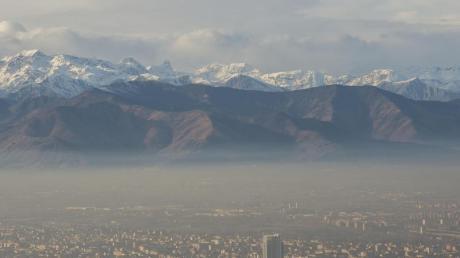 Ein brauner Nebel hängt über Turin. Die lokalen Behörden haben die Autonutzung aufgrund der hohen Luftverschmutzung eingeschränkt.