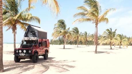 Brommers Fahrzeug imSenegal - dieses Land empfiehlt der Afrika-Profi auch konventionellen Reisenden.