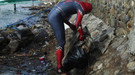 Durch das Kostum sind viele Menschen aufmerksam auf die Saubermachaktion geworden.