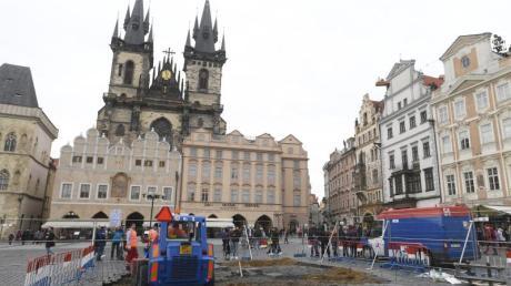 Auf dem Altstädter Ring in Prag soll eine Mariensäule aus dem 17. Jahrhundert wieder errichtet werden.