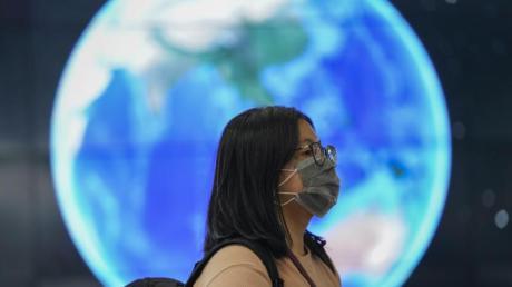 Das neuartige Coronavirus hat Auswirkungen auf die internationalen Reiseströme - und wird deshalb auch auf der ITB ein Thema sein.
