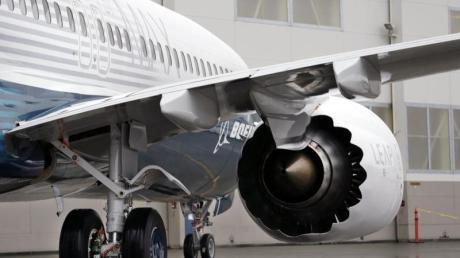 Boeing ist bei seinem nach zwei Abstürzen mit Flugverboten belegten Krisenjet 737 Max auf ein neues Problem gestoßen.