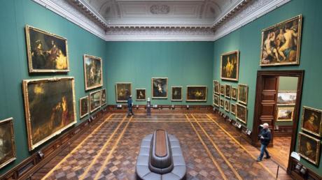 Die Dresdner Gemäldegalerie Alte Meister zeigt insgesamt 700 Gemälde und 420 Skulpturen.