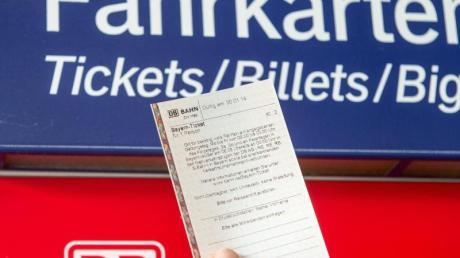 Wer ein Zugticket gekauft hat, um zu einer Veranstaltung zu gelangen, die nun wegen des Coronavirus abgesagt wurde, erhält das Geld für die Bahnfahrt zurück.