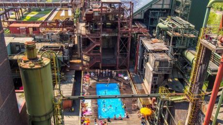 Planschen inmitten einer altehrwürdigen Industriekulisse: das Schwimmbecken im Unesco-Welterbe Zeche Zollverein.