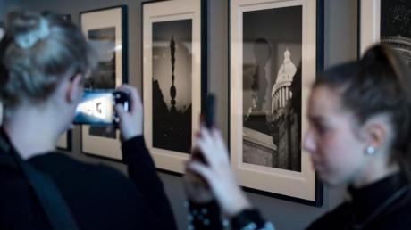 Die Retrospektive über Karl Lagerfeld ist im Kunstmuseum Moritzburg Halle zu sehen.