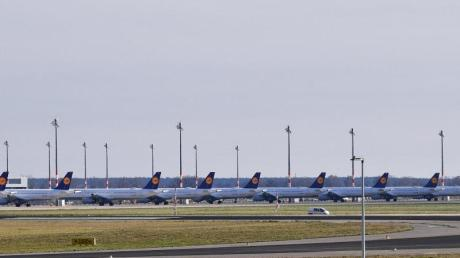 Lufthansa streicht sein Flugangebot weiter zusammen. Nur noch jeder zehnte geplante Fernflug soll stattfinden und ungefähr jede fünfte Nah- und Mittelstreckenverbindung.