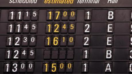 Bei Flugverspätungen können Pauschalurlauber auch am Abflugort von der Airline eine Entschädigung fordern.