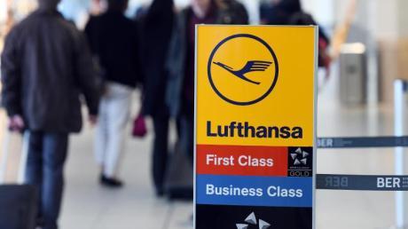 Fluggäste dürfen ihre Sitzplätze nicht eigenmächtig in die Businessclass verlegen, nur weil ihre Reservierung in der Economyclass nicht geklappt hat.