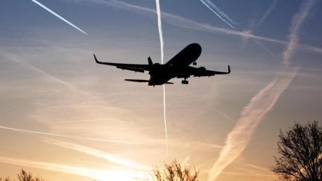 Der Reiseverkehr in Europa nimmt nach der Zwangspause  Fahrt auf. Ab Montag entfällt die Reisewarnung des Auswärtigen Amts, die Reiseveranstalter verzeichnen gesteigerte Nachfrage.