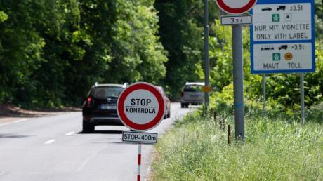 Nach fast drei Monaten gewährt Tschechien Besuchern aus Deutschland, Österreich und Ungarn wieder freie Fahrt.