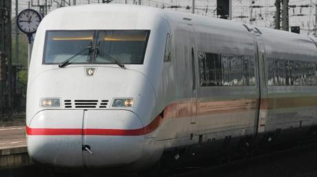 Die Deutsche Bahn setzt im Sommer zusätzliche ICE-Züge zu den Ostfriesischen Inseln und nach Tirol ein.
