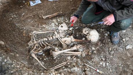 Archäologen haben unweit des Gnadensees (Teil des Bodensees) Reste eines Galgens, mehrere Skelette sowie Brandgruben gefunden.