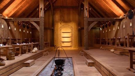 Mit 1000 Tonnen Eichenholz rekonstruiert: Nachbau einer Königshalle der dänischen Wikingerzeit.