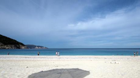 Auf den griechischen Inseln werden wieder Gäste empfangen. Urlauber müssen sich nun mindestens 48 Stunden vor der Ankunft elektronisch anmelden.