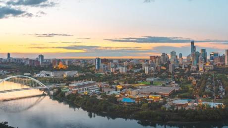 Edmonton ist die Hauptstadt der kanadischen Provinz Alberta - der North Saskatchewan River durchfließt die Stadt.