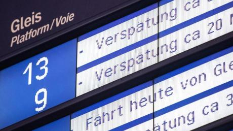 Wie verspätet darf ein Zug sein? Das Landgericht Frankfurt entschied, dass ein Reiseveranstalter die Folgekosten tragen muss, wenn Kunden mit einem «Rail & Fly»-Ticket am Flughafen knapp eine Stunde und 40 Minuten später ankommen als geplant.