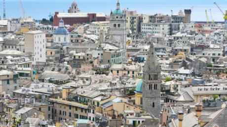 Blick von der Spianata Castelletto über Genua.
