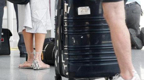 Die Corona-Pandemie ist noch nicht vorbei - daher ist das Reisen in diesem Jahr mit größeren Risiken behaftet als sonst.