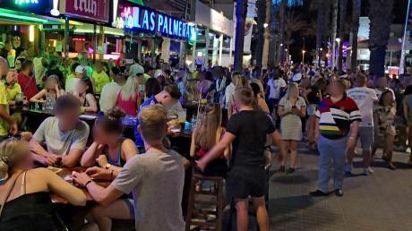 Hunderte Urlauber aus Deutschland sollen am Ballermann auf Mallorca Party gemacht haben, ohne sich um die Corona-Regeln zu scheren. Nun werden die Lokale am Ballermann geschlossen.