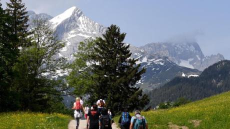 In diesem Sommer müssen Bayerns Alpen einem extremen Besucheransturm standhalten.