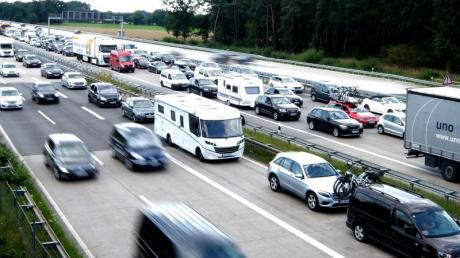 In Süddeutschland haben die Ferien gerade erst begonnen, woanders enden sie. Deshalb ist auch am kommenden Wochenende mit Staus zu rechnen.