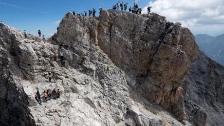 Die Zugspitze hat als Deutschlands höchster Berg Symbolkraft. Vor 200 Jahren gelangte der erste Mensch auf den Gipfel.