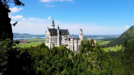 Wer sich auf den König-Ludwig-Weg begibt, kommt am berühmten Schloss Neuschwanstein vorbei.