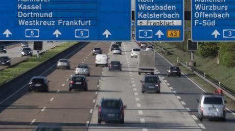 Auf den Autobahnen dürfte es am Wochenende nur wenig Staus geben. Lediglich Kurzurlauber könnten für dichteren Verkehr sorgen.
