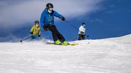 So groß war die Skipiste zwar nicht, dennoch verwandelte ein Vater für seine Tochter den eigenen Garten in ein Skigebiet.