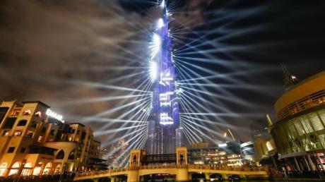 In den Vereinigten Arabischen Emiraten soll das neue Jahr trotz der Pandemie in großem Stil eingeläutet werden.